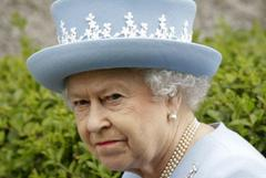 phone-hacking trial: queen not amused by nut-eating police, jurors told